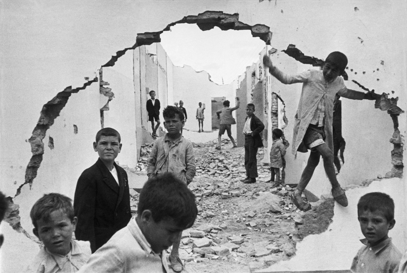 Children in Seville Henri Cartier-Bresson Севилья Анри Картье-Брессон