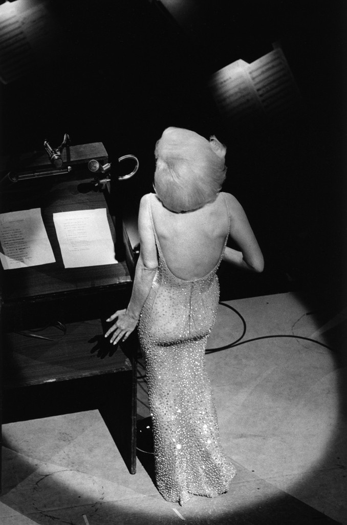 http://iconicphotos.ru/wp-content/uploads/2014/07/monroe_happy_birthday_mr_president.png